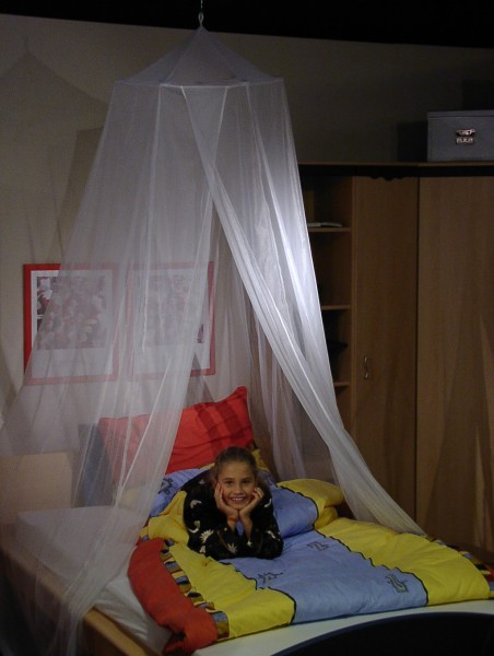 Shielding canopy for single bed