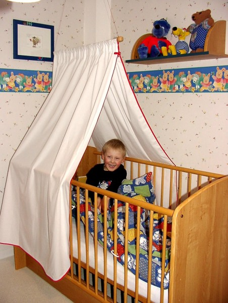 Shielding canopy for Child´s bed